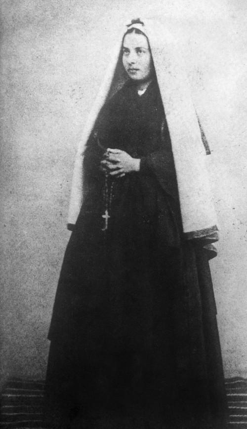 """Billard-Perrin en 1863 [Public domain], <a href=""""https://commons.wikimedia.org/wiki/File:Bernadette_Soubirous_en_1863_photo_Billard-Perrin_1.jpg""""  target=""""_blank"""">via Wikimedia Commons</a>"""