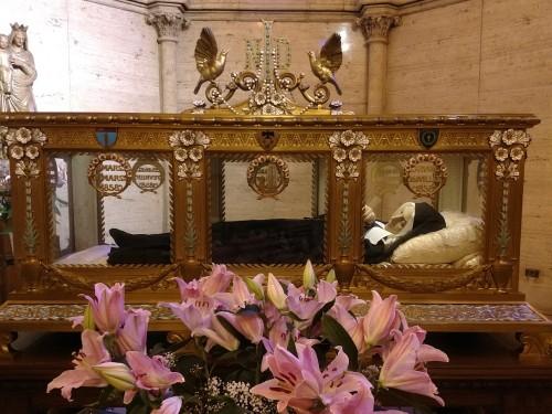 Saint_Bernadettes_incorrupt_body21.jpg