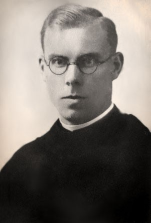 """Blessed Józef Achilles Puchała (18 March 1911, Kosina – 19 July 1943, Borowikowszczyzna) was a Polish Franciscan friar from the Iwieniec (Ivyanets) monastery, tortured and killed by the Nazis during World War II and beatified by Pope John Paul II on June 13, 1999.  <a href=""""https://commons.wikimedia.org/wiki/File:B%C5%82._o._J%C3%B3zef_Achilles_Pucha%C5%82a.jpg"""" title=""""via Wikimedia Commons"""" target=""""_blank"""">zbiory rodzinne</a> [Public domain]"""