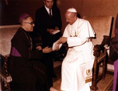 Oscar_Arnulfo_Romero_with_Pope_Paul_VI475708718db18f2a.jpg